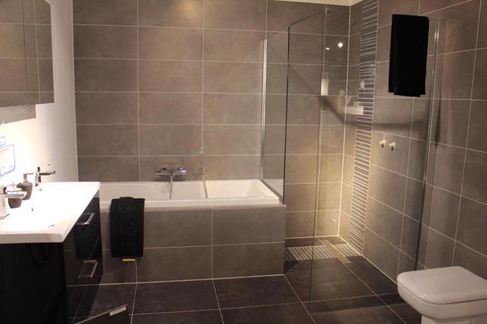 Badkamer ideeen fotos - Wanddecoratie badkamertegels ...